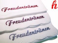 """Weißes Stofftaschentuch mit gesticktem Text """"Freundentränen"""" in der Garnfarbe Ihrer Wahl.  *Bitte geben Sie bei Kauf Ihre Auswahl an:* 1. Garnfa..."""
