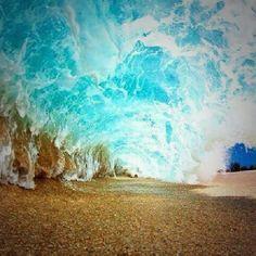 """""""La vita si ascolta così come le onde del mare. Le onde montano. Crescono. Cambiano le cose. Poi, tutto torna come prima. Ma non è più la stessa cosa..."""" #lavitahabisognodicaraibi #Caraibi"""