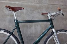 schindelhauer-rudolf-urban-bike-singlespeed-disc-brake-green-gates-carbon-drive-2 Fixed Gear Bikes, Fixed Bike, Biker, Urban Bike, Bicycle Design, Vintage Bicycles, Old School, Diy And Crafts, Wheels