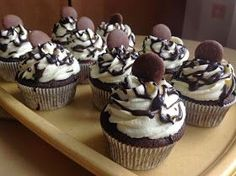 Brownie Cupcakes, Cheesecake Cupcakes, Yummy Cupcakes, Holiday Cookies, Mini Cakes, Cupcake Recipes, No Bake Cake, Muffins, Food And Drink