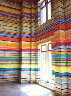Painted stripes give this room style! Blogissa: Vuoden 2014 näkyvä väritrendisuunta – rosoisuus