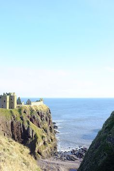 Scottish castle - All The Pretty Things: Friday views - a ruined castle by the sea