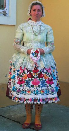 Wealthy young woman afternoon shift dress Reconstruction Kalocsa Hungary I LOVE all the color! Polish Embroidery, Hungarian Embroidery, Bohemian Culture, Folklore, Costumes Around The World, Antique Lace, Folk Costume, People Of The World, Historical Clothing