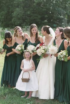 Bridesmaids in deep green dresses for an outdoor wedding