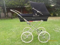 Silver Cross Prams, Vintage Pram, Prams And Pushchairs, Baby Carriage, Kids And Parenting, Vintage Silver, Baby Strollers, Retro, Cots