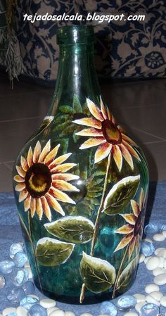 Hoy os voy a ens... Wine Bottle Art, Painted Wine Bottles, Wine Bottle Crafts, Lilac Painting, Jar Art, Embroidery Motifs, Polymer Clay Flowers, Bottle Painting, Hanging Plants
