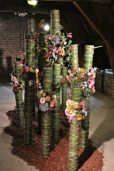 Large Floral Arrangements, Creative Flower Arrangements, Corporate Flowers, Leaf Art, Ikebana, Flower Crafts, Beautiful Flowers, Floral Design, Centerpieces