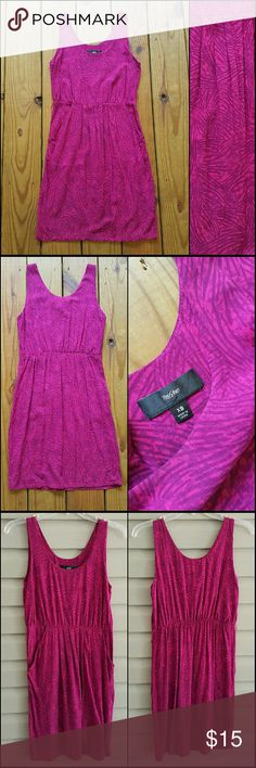 Mossimo size XS magenta pink fitted tank dress Mossimo size XS magenta pink fitted tank dress! Pretty tropical print that almost look like palm leaves. Cinched at the waist. Front pockets. Scoop neckline. Soft material. Perfect like-new condition but is missing the original belt. Looks great with any thin waist belt though :) Happy to answer any questions!! Mossimo Supply Co. Dresses Mini