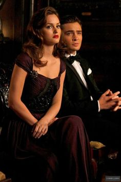 Leighton Meester as Blair Waldorf and Ed Westwick as Chuck Bass. Gossip Girl Blair, Gossip Girls, Estilo Gossip Girl, Gossip Girl Fashion, Ed Westwick, Chuck Blair, Blair Wardolf, Leighton Meester, Vanessa Abrams