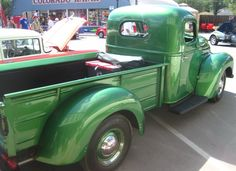 Old International Trucks | All that green, all that beauty, in a pick-up truck. :)
