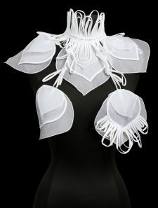 17. Paon | Collars | Collections | Anne Fontaine
