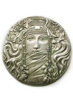 Vintage French Art Nouveau Button