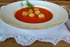 Feine Tomatensuppe mit mediterranen Croutons