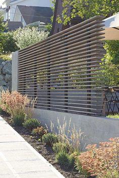 75 Easy Cheap Backyard Privacy Fence Design Ideas - Bailee News Design Patio, Modern Fence Design, Modern Landscape Design, Contemporary Landscape, Contemporary Gardens, Modern Contemporary, Contemporary Architecture, Modern Front Yard, Front Yard Fence