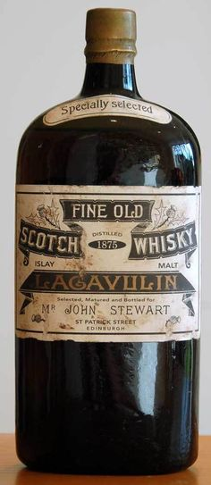 Fine Old Scotch Whisky Lagavulin - wow! I love Lagavulin smoked whisky, but I love this old bottle even more! Scotch Whisky, Whisky Islay, Jameson Distillery, Suntory Whisky, Cigars And Whiskey, Bourbon Whiskey, Whiskey Bottle, Root Beer, Jars