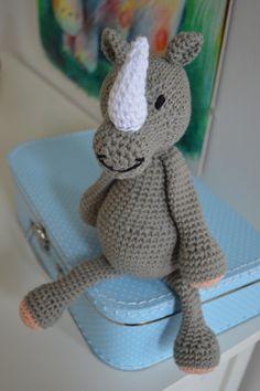 Nashorn Noah. Gehäkelt von mir nach einer Anleitung aus dem Buch Edwards Menagerie. schautmal.de/... #Häkeln #crochet #Amigurumi #Häkeltiere #Anleitung #Nashorn