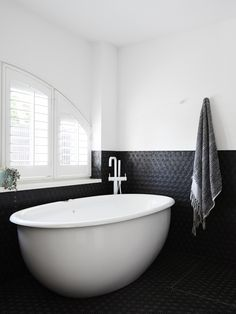 One of our favourite projects by @the_northbourne_effect, Toorak Texture features a monochromatic bathroom that blends a range of stunning decor and textures to create a luxurious, retreat-like bathroom space.  #SussexTaps #CraftedinMelbourne #MatteWhite #Scala