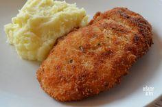 Filé de Frango Empanado Crocante - Para Empanar: 1 xicara de farinha de trigo=2 xicaras de farinha de rosca=ervas finas, sal e pimenta a gosto=2 ovos=1/2 xicara de leite=1/2 colher (chá) de bicarbonato. Bata com o batedor o filé de frango p/ ficar mais fino. Tempere com alho, laranja, óleo, sal e pimenta. Passe os filés na farinha de trigo, depois na mistura de farinha de rosca, ervas, sal e pimenta e depois na mistura de ovos, leite e bicarbonato