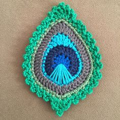 """Project Gallery for Peacock Feather """"Java"""" Motif pattern by Christa Vee. -Ravelry: Project Gallery for Peacock Feather """"Java"""" Motif pattern by Christa Vee. Marque-pages Au Crochet, Crochet Paisley, Peacock Crochet, Crochet Feather, Crochet Crafts, Yarn Crafts, Crochet Flowers, Crochet Stitches, Crochet Projects"""