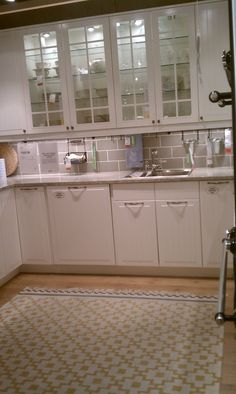 ikea kitchen. LURV that rug! Integrated dishwasher.