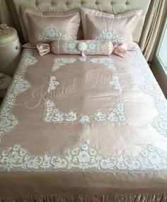 Fantastic Snap Shots bed cover vintage Concepts - I'm Susan My curtain site Double Duvet Covers, Bed Covers, Linen Bedding, Bedding Sets, Linen Placemats, Shabby Chic Pink, Luxury Bedding Collections, Home Textile, Bed Spreads