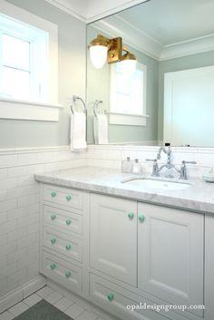 Ideas Safari Bathroom Decor White And Gray Bathroom Discount Bathroom Vanity 401x600 White And Gray…