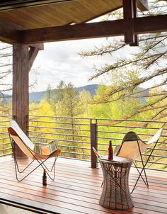 This beautifully designed rustic-modern dwelling is the creative imagination of Sage Interior Design, located in Whitefish, Montana. Rustic Contemporary, Modern Rustic Interiors, Rustic Modern, Modern Mountain Home, Mountain Homes, Modern Deck, Gravity Home, Minimal Home, Family Room Design