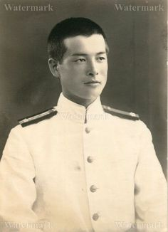 ORIGINAL WWII JAPANESE PHOTO: NAVY AIR FORCE OFFICER IN SUMMER UNIFORM!!