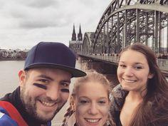 Klassisches Touri Foto#Köln#dom#daistsiewiederdiegrossekirche#karneval#football#familie by fleahr
