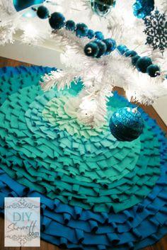 DIY Teal ombre ruffled tree skirt #nosew #christmastreeskirt