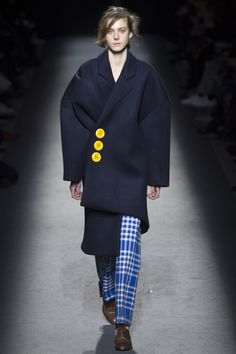 Jacquemus Fall 2016 Ready-to-Wear Collection Photos - Vogue Fashion Details, Love Fashion, Fashion Show, Autumn Fashion, Fashion Design, Fashion Week, Runway Fashion, Paris Fashion, Jacquemus