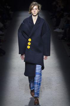 Jacquemus Fall 2016 Ready-to-Wear Fashion Show - Phillipa Hemphrey (OUI)