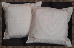 MACHINE EMBROIDERY - NYE SOFAPUTER.  (Design digitized in 5D Embroidery System. The cushions are seen on the Husqvarna Viking 5D QuiltDesign Creator package.)