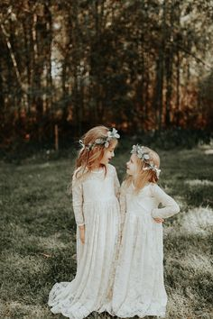 Sweet bohemian-inspired flower girls style | Image by Sophie Brendle Photography
