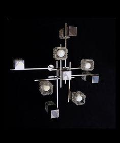 GAETANO SCIOLARI. Lustre - Cube - 8 feux. Chrome, aluminium et verre structuré. 1960