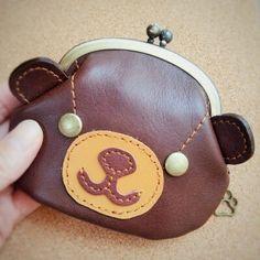 くま好きさんのがま口財布*くりかわちゃいろ画像1 Coin Purse Wallet, Card Wallet, Coin Purses, Frame Purse, Cute Bags, Wallets For Women, Leather Craft, Bag Making, Leather Wallet