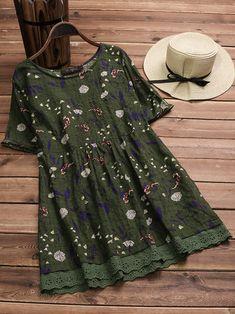 Plus Size Women Floral Print Short Sleeves Blouse at Banggood Curvy Fashion, Plus Size Fashion, Looks Hippie, Over 60 Fashion, Fashion Top, Spring Fashion, Fashion Outfits, Womens Fashion, Fashion Trends