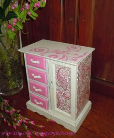 Pretty in Pink Jewelry Music Box. Hand painted, stenciled and decoupage! Painted Jewelry Boxes, Painted Boxes, Wooden Boxes, Hand Painted, Wooden Jewelry, Jewellery Boxes, Jewellery Storage, Painted Furniture, Diy Furniture