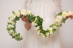 #DIYWedding Craft: Ivy Vine. Learn how here >> http://www.hgtvgardens.com/weddings/create-a-personalized-floral-cake-topper?soc=pinterest