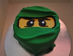 My son looooves lego ninjago, and is favourite ninja is the green one! So his choice of cake was a no-brainer ha ha!