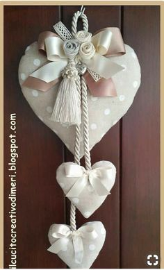 Mery's creations: Three hearts at the door - Valentinstag Geschenke Heart Decorations, Valentine Decorations, Valentine Crafts, Christmas Crafts, Christmas Decorations, Valentines, Christmas Ornaments, Fabric Hearts, Fabric Flowers