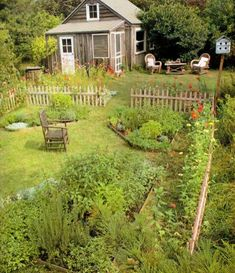 Beautiful Small Cottage Garden Design Ideas 10