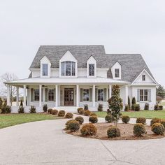 ✔ 23 fabulous modern farmhouse exterior design ideas that will make you feel better 10 Related Beautiful Houses Interior, Beautiful Homes, Beautiful Beautiful, House Beautiful, Beautiful Images, Style At Home, Dream House Exterior, House Ideas Exterior, Farm House Exteriors