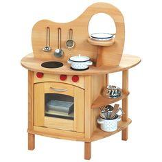Role play: wooden play kitchen. Questa cucina giocattolo realizzata completamente in legno di tiglio e di faggio massello è una cucina giocattolo bifacciale: su un lato offre il necessario per cucinare (piano cottura e forno), sull'altro il necessario per lavare (lavello e mobile porta stoviglie). Acquistabile su prenotazione su http://www.giochiecologici.it/p/782/cucina-classica-bifacciale