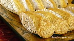 """Bonsoir, encore une belle pâtisserie orientale qui se classe parmi les gâteau Algériens ces cornets fourrés d\'amandes et de noix trempés dans du miel qui est décoré à la pince """"nekache"""" et le secret pour avoir une belle décoration bien imprégnée ; c \'est après la confection de vos cornets il faut les laisser reposerContinue Reading"""