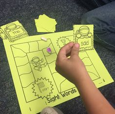 Sight word ninja take home game FREEBIE! Great way for kindergarten or first grade students to practice reading and spelling sight words. Teaching Sight Words, Sight Word Practice, Sight Word Games, Sight Word Activities, Phonics Activities, Language Activities, Kindergarten Activities, Preschool, Letter Activities