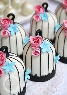 Bird Cage Cupcakes Pretty Cakes, Cute Cakes, Beautiful Cakes, Amazing Cakes, Fancy Cakes, Mini Cakes, Bird Cage Cake, Petit Cake, Mini Wedding Cakes