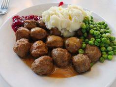 Ikean lihapullista on muodostunut kansainvälinen käsite. Ikea Meatballs, Veggie Meatballs, Swedish Meatball Recipes, Balls Recipe, Tasty Dishes, I Love Food, Meat Recipes, Dairy Free, Stuffed Peppers