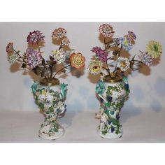 Paire de vases piques fleurs en porcelaine de Meissen