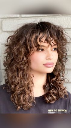 24 Best Shoulder Length Curly Hair Styles and Cuts